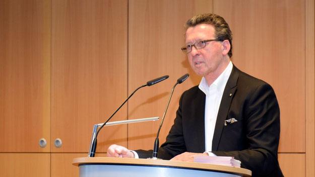 RA Tilo Herzog hatte die Veranstaltung organisiert und moderierte auch den Abend.