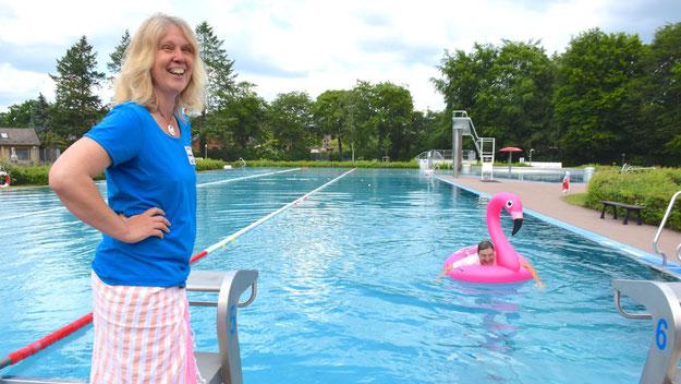 Nicole Münster freute sich über den Scherz, den sie mit dem Bürgermeister treiben konnte.