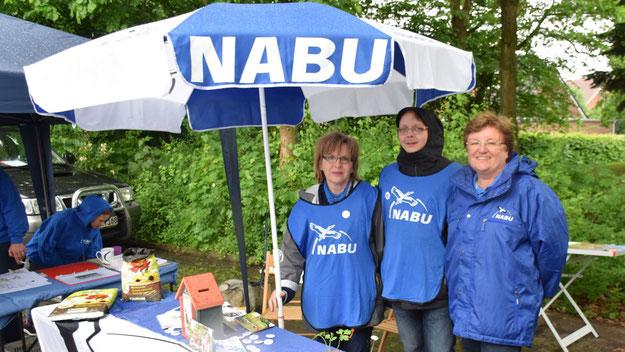 Zünftig gekleidet warb das Nabu-Team für den Naturschutz.
