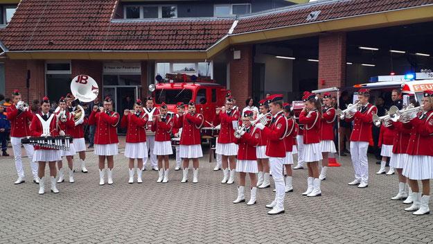 Für den musikalischen Auftakt sorgte die Jugend-Brassband (Foto: Wiehe/Feuerwehr)