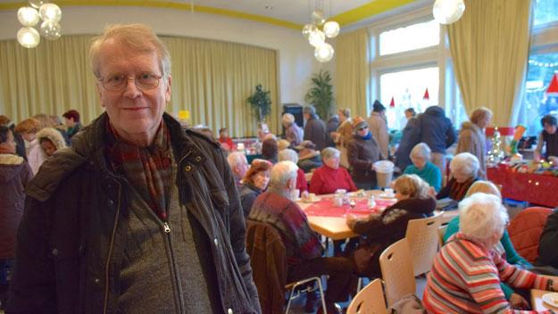 """Hartmut Ermes, Vorsitzender des Gemeinderates der Ev.-Luth.-Kirche, freute sich über die rege Nutzung """"seines"""" Gemeindesaals."""