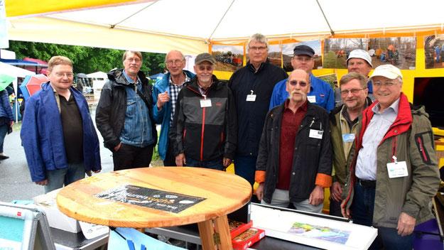 Unter dem Dach des Fördervereins Himmelmoor (hier sogar im wahrsten Sinne des Wortes) hatten sich alle im und für das Himmelmoor tätigen Vereine zusammengefunden.