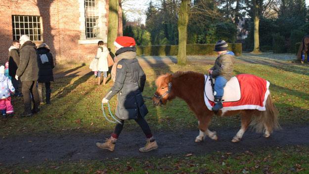 Der Hof Tietgen bot wieder das beliebte Ponyreiten