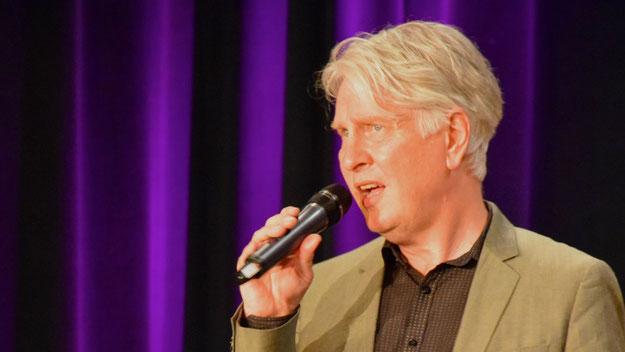Henning überzeugte u.a. mit Songs von Dean Martin und Roger Cicero.