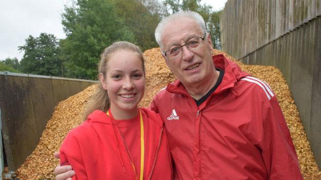 Eine Veranstaltung für alle Generationen: Antonia Schumann nahm gemeinsam mit ihrem Opa Wilhelm Wiebelitz an dem Lauf teil.