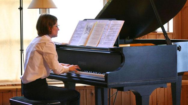Die junge Pianistin Susanne Böhnstedt aus Henstedt-Ulzburg faszinierte das Pubikum mit ihrem konzentrierten Spiel