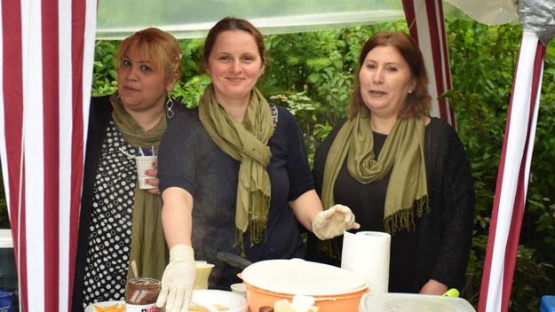Während die Frauen der Türkisch-Islamischen Gemeinde fleißig waren und leckere Köstlichkeiten zubereiteten ...