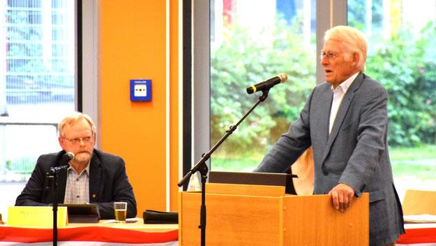 Ausschussvorsitzender Wolfgang Kluge stellte die Pläne in der Ratsversammlung vor.