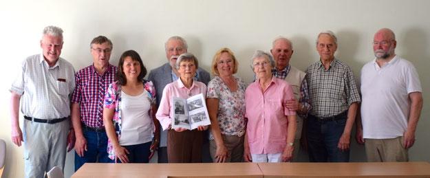 Die Mitglieder der Geschichtswerkstatt treffen sich jeden dritten Dienstag im Monat in den Räumen der VHS, um die Geschichte der Stadt aufzuarbeiten.