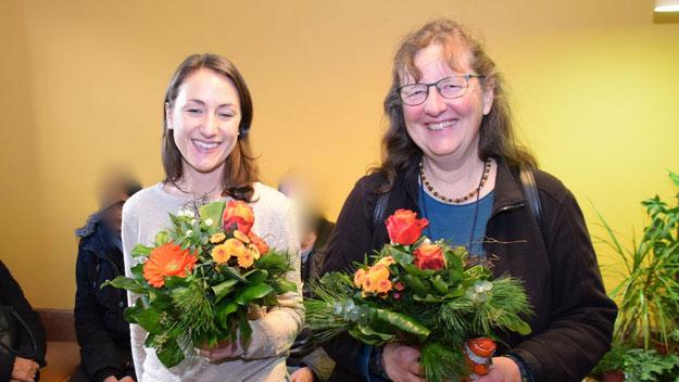 Freuten sich über das Dankeschön der Stadt für ihr Engagement: Fachlehrerin Linda Sielfeld und Schulleiterin Petra Schüddekopf