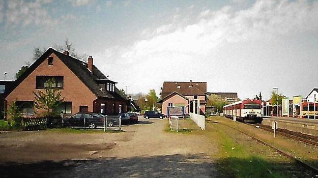 Daran werden sich noch viele erinnern: Der alte Bahnhof während der AKN-Zeiten (Foto: Geschichtswerkstatt)