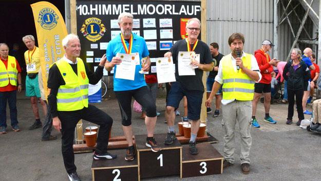 Die Sieger über 4,1 km Walking: Uwe Faesel (1. Platz), Bernd Dieter Faltin (2. Platz) und Bernd Chawalek