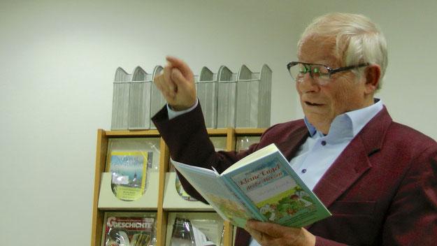 Sehr lebendig trug Peter Jäger aus seinem Buch vor.