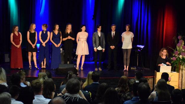 Absolventen und Absolventinnen mit einer 1 vor dem Komma wurden besonders geehrt.