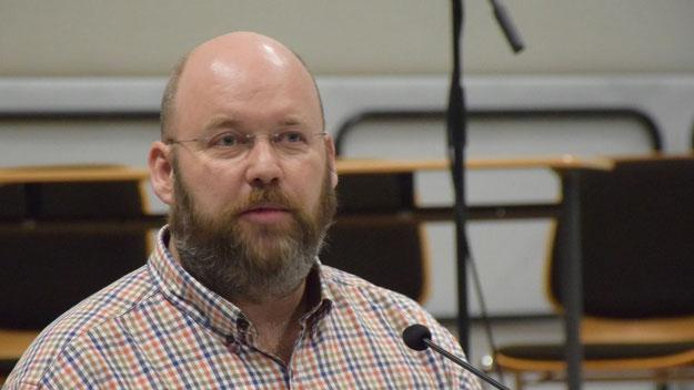 Christian Grunow, 1. Vorsitzender des Schulelternbeirates, informierte über die Arbeit des Gremiums und warb für eine Mitarbeit der Eltern