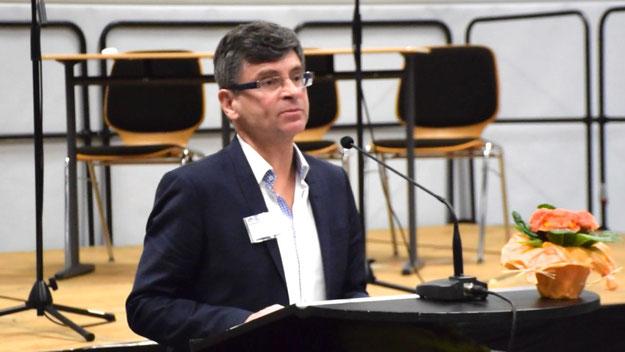 Arno Meyer, Leiter der Sekundarstufe 1, stellte die Angebote des Gymnasiums im Detail vor