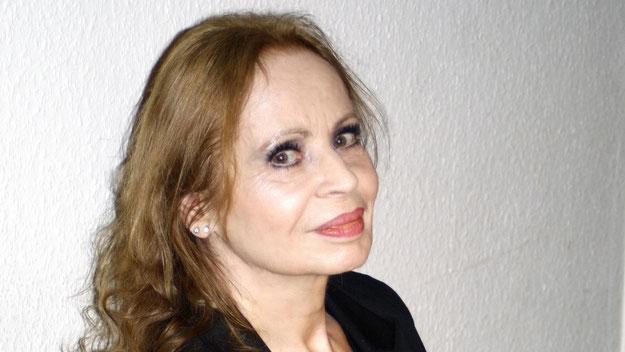 Die Schauspielerin Angélique Duvier trug Kurzgeschichten und Gedichte vor.