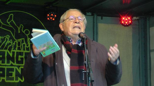 """Autor Peter Jäger trug sehr lebendig aus seinem neuesten Buch """"Kleine Engel - große Herzen"""" vor"""