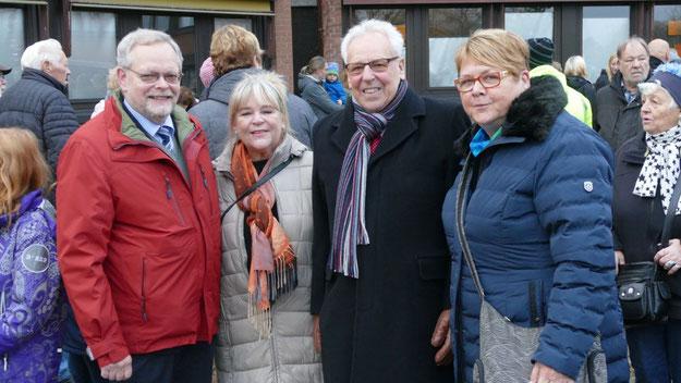 Bürgervorsteher Henning Meyn und die stellvertretende Bürgermeisterin Astrid Huemke (außen) begrüßten ihre Kollegen aus Boxholm Bürgermeisterin Britt-Marie Johansson und Bürgervorsteher Stig Adolfson