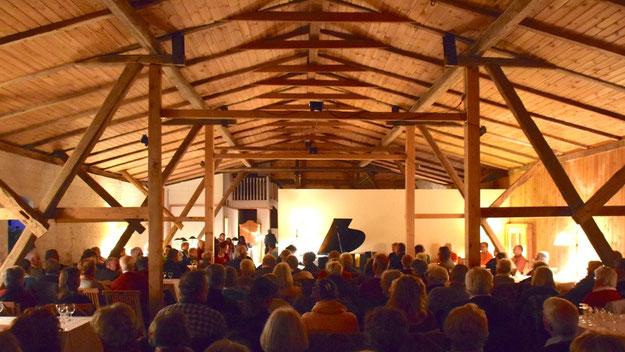 Der Dachboden bot ein stimmungsvolles Ambiente für das hochklassige Konzert
