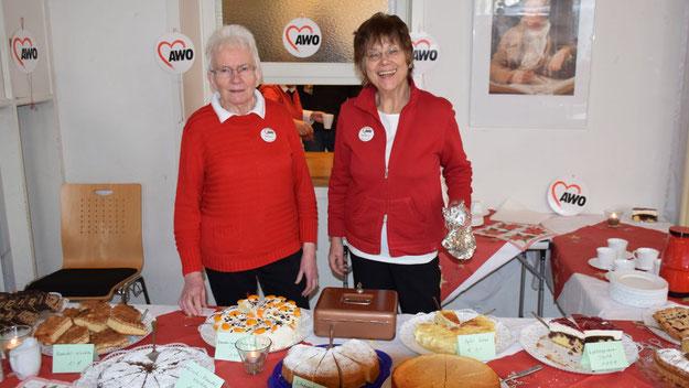 Sehr begehrt  waren die selbstgebackenen Kuchen, die die Arbeiterwohlfahrt im Gemeindesaal anbot.