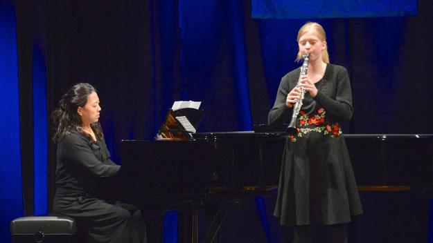 """Sie ließ ihre Klarinette """"singen"""", wie es eine Zuschauerin beschrieb: Lea-Francesca Grünbichler, begleitet von Makiko Eguchi"""