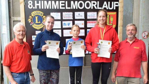 Die Siegerinnen des  Kurzlaufes: Katharina Dörscher (1. Platz, Mitte), Katharina Gercke (2. Platz, links) und Antonia Schumann (3. Platz, rechts).