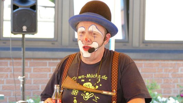 Clown Mücke erfreute die Kinder im Festzelt