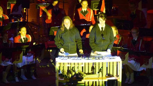 Großen Beifall erntete das Spiel auf der originellen PVC-Marimba.