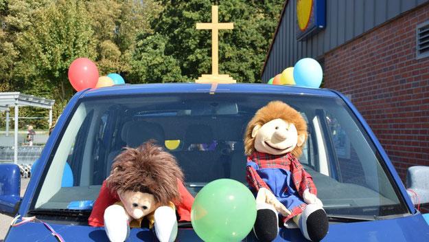 Fröhliche Mitfahrer hatte das Team der evangelischen Kirche