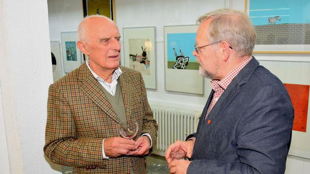 Wie bei fast jeder Veranstaltung in Quickborn informierte sich Bürgervorsteher Henning Meyn und führte Gespräche mit Bürgerinnen und Bürgern, hier mit Hans Raubold (FDP).