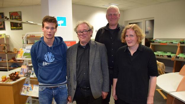 Die Musiker Kilian Jensen, Lorenz Jensen, Jörg-Schmidt-Hohensee und Anna Cordes boten einen unterhaltsamen Rahme für die Lesung.