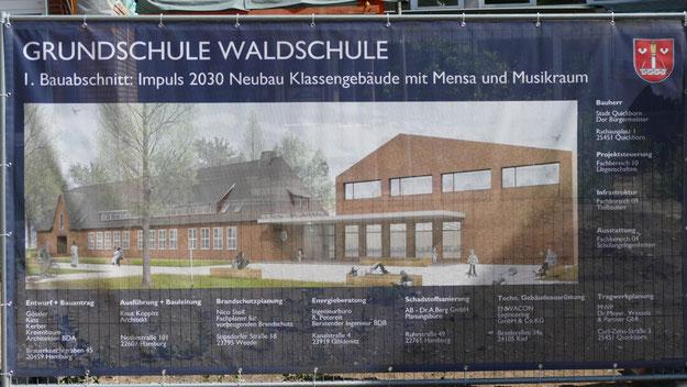 So soll der Neubau aussehen. Das denkmalgeschützte Hauptgebäude aus den 50er Jahren bleibt erhalten, hier sollen in Zukunft die Schulleitung, die Verwaltung und die Lehrerzimmer konzentriert werden