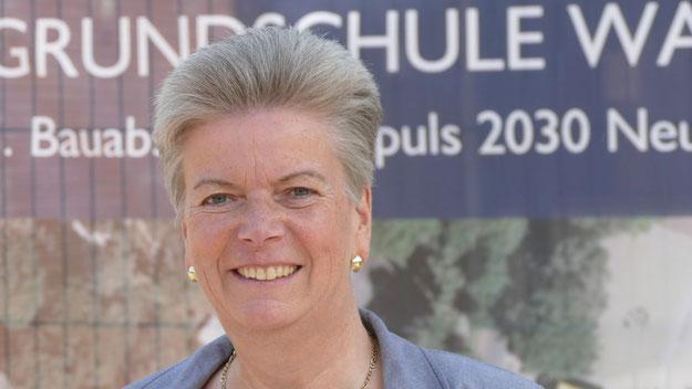 Rektorinn Corinna Blödorn freut sich über die neuen Räume. Nach den Sommerferien startet die Grundschule dreizügig mit 250 SchülerInnen.