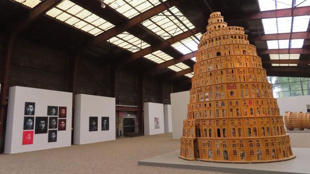 """Politische Aussagen bestimmen die Werke in der """"China""""-Ausstellung wie dieser Babylon-Turm"""