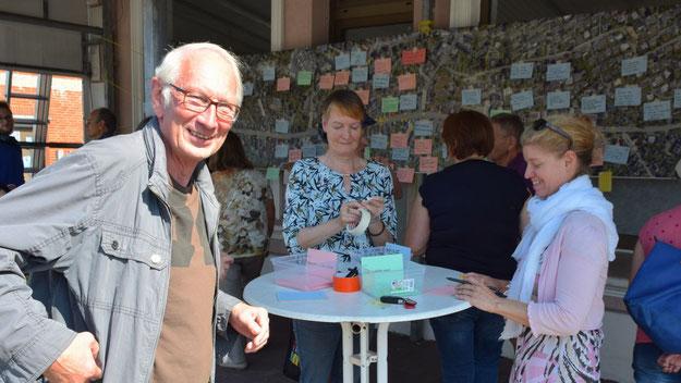 Erster Stadtrat Klaus H. Hensel (CDU) informierte sich über den Beteiligungsprozess. Auch gesichtet: Ratsherr Andreas Torn (CDU)
