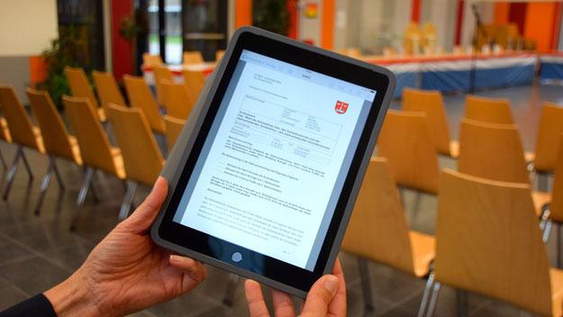 Auf den Tablets lassen sich die Vorlagen zu den Sitzungen aufrufen.