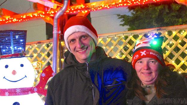 Mirco Griesbach und seine Frau Tatjana haben eine weihnachtliche Attraktion für die Quickborner geschaffen