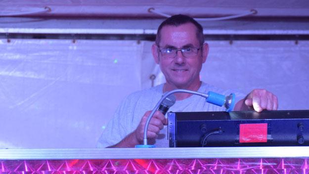 DJ Manfred Hauke und sein Mitarbeiter DJ Tom Korth werden auf dem Weinfest für Stimmung sorgen.