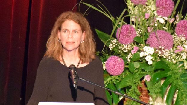 Schulleiterin Dr. Susanne von Glasenapp begrüßte die Gäste und verabschiedete die Absolventen und Absolventinnen mit der Einladung, gern einmal wieder vorbeizuschauen, um über ihr Leben zu berichten.