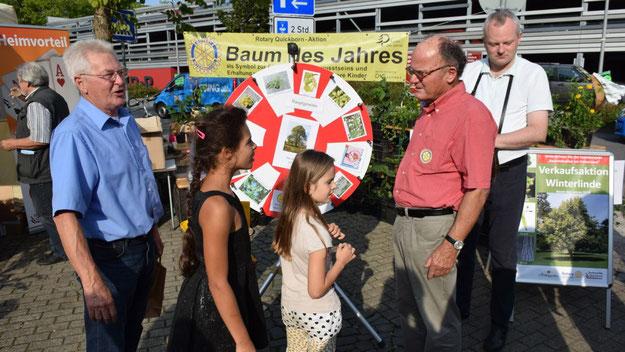 Am Stand der Rotarier waren - passend zur Aktion 'Baum des Jahres'  - kleine Bäume zu gewinnen.