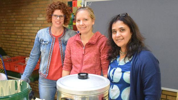 Ein fröhliches Team sorgte bei der Einweihung für Kaffee und leckere Waffeln.