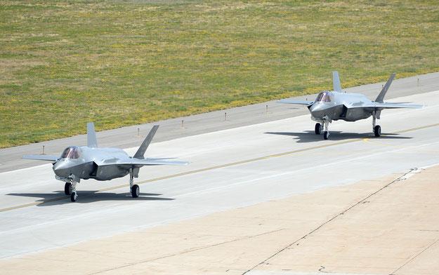 I primi due F-35A del 388th FW rullano verso la linea di volo di Hill / © USAF