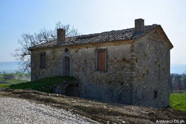 Casolare lungo il tratturo Celano-Foggia nei pressi di Sant'Elia a Pianisi