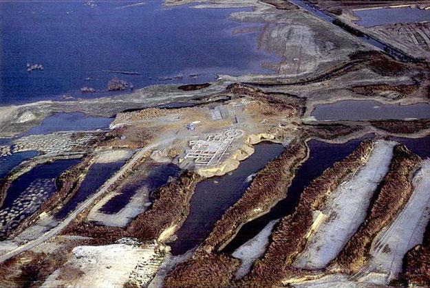 San Giusto (Lucera): veduta aerea delle chiese e della villa all'interno della diga dopo lo scavo del 1997