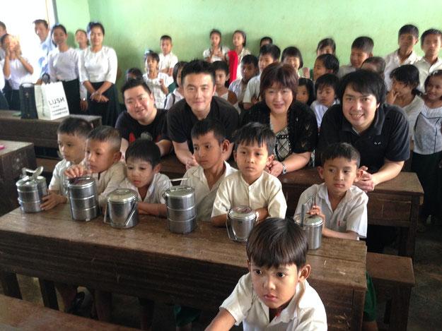 ミャンマーの子供達と