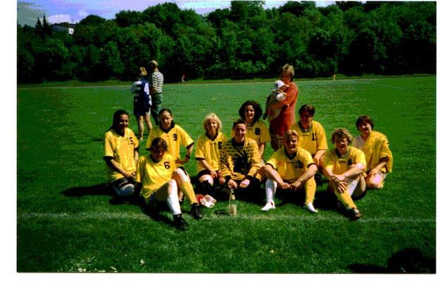 Das Frauenfussballteam im ersten Jahr in der WfV-Freizeitliga 1999