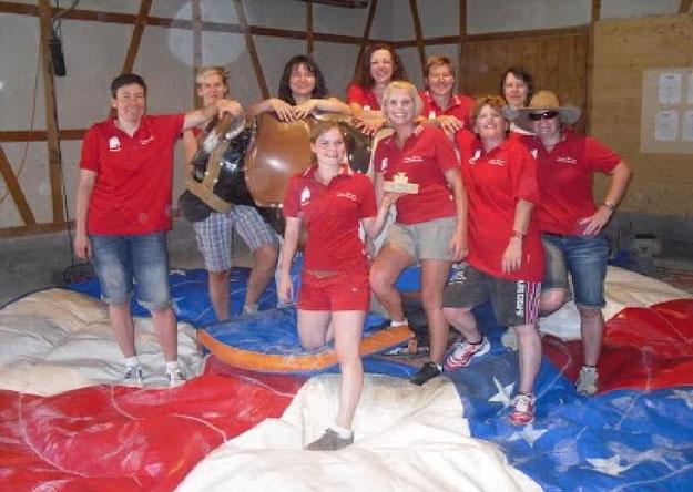 Das Frauenfussballteam beim Mannschaftsausflug in der Lochmühle 2012