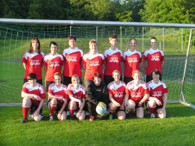 Das Frauenfussballteam in neuem Outfit 2013