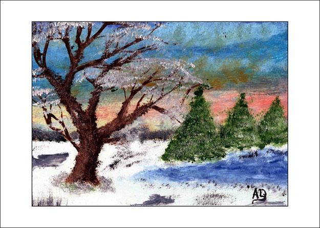 Winterlandschaft mit bewölktem Himmel, Wald im Hintergrund, Schnee, See Bäume